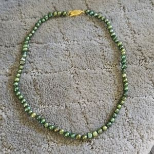 Jewelry - Green freshwater pearl necklace